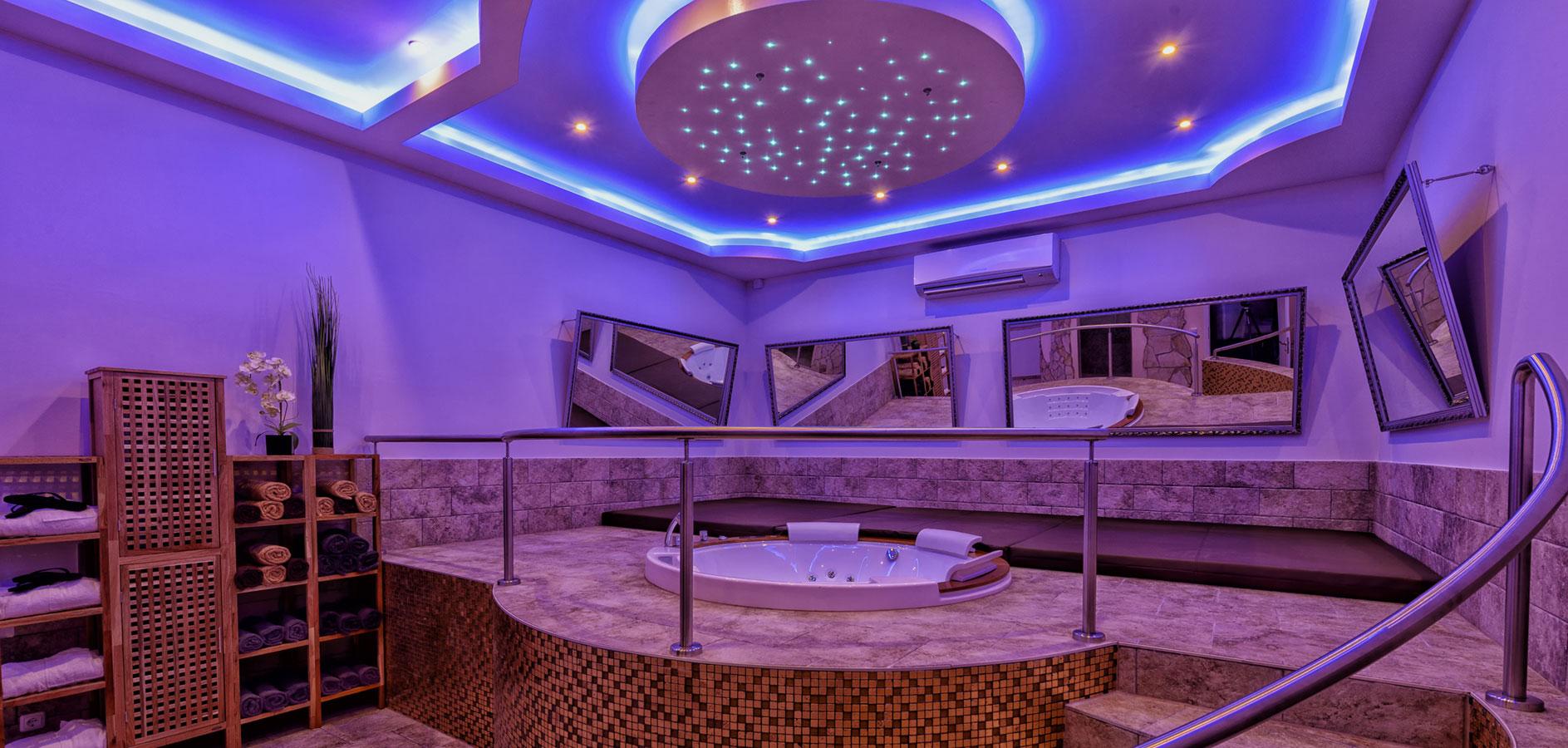 whirlpool suite casaamore. Black Bedroom Furniture Sets. Home Design Ideas